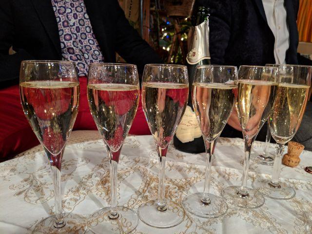 réveillon champagnes glasses